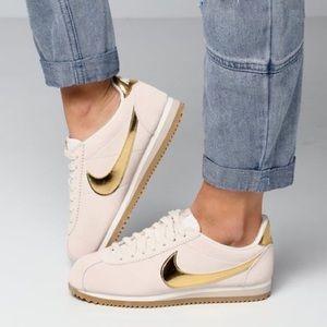 RARE 🌸 Nike Cortez Sneakers Shoes Gold Velvet